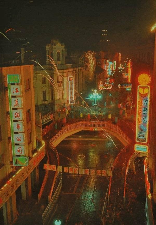 80年代老照片江汉路过街天桥