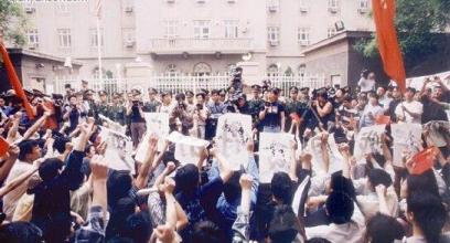 南斯拉夫大使馆被炸后中国大学生的游行抗议